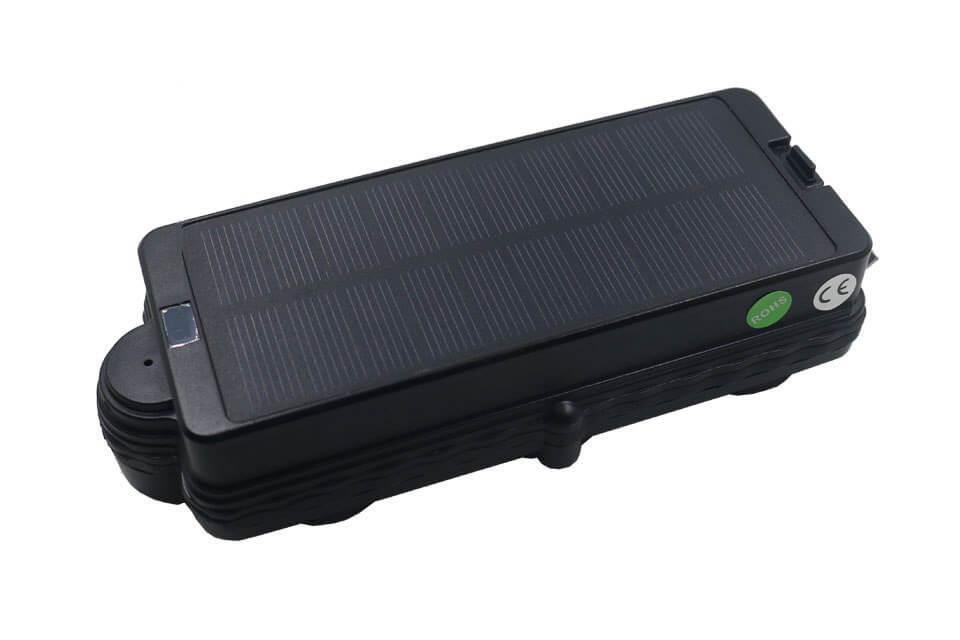 traceur gps pour voiture avec chargeur solaire int gr. Black Bedroom Furniture Sets. Home Design Ideas